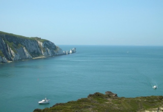 Views_across_to_the_Needles-b